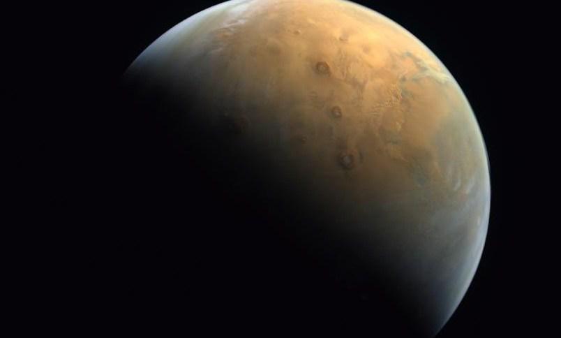 A primeira imagem de Marte enviada pela Hope Probe