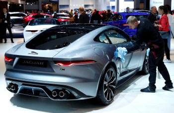 Desafio é fazer a transição para os carros elétricos mantendo a sensação e a potência de um modelo de motor a combustão de luxo