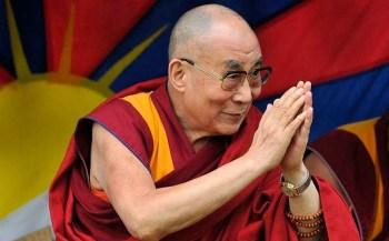 Após receber a dose, Tenzin Gyatso apelou a todos que são elegíveis a tomar a vacina para se imunizarem e também cuidarem da saúde