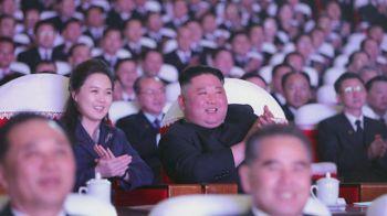 Ri Sol-ju e Kim Jong-un assistiram a um concerto na capital da Coreia do Norte em comemoração ao aniversário do pai do ditador, já falecido