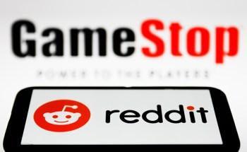 A varejista de videogames divulgou ganhos mais fortes que o esperado, nomeou o ex-chefe da Amazon na Austrália como diretor e disse que pode vender novas ações