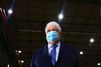O presidente Alberto Fernández pediu a renúncia de Ginés González García após relatos de acesso privilegiado a vacina