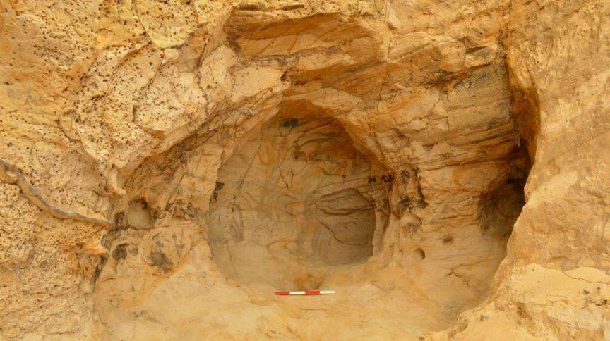 Funcionários encontraram uma caverna quando faziam reparos em ferrovia na Inglaterra