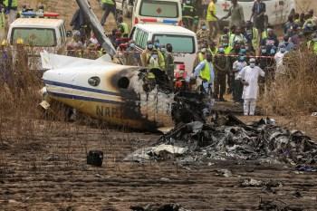 Autoridades investigam a causa da queda do bimotor King Air 350i