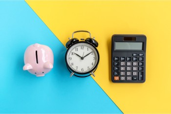 Quem não cumprir esse prazo tem que pagar multa de 1% sobre o imposto devido ao mês, com valor mínimo de R$ 165,74 e de até 20% do imposto devido