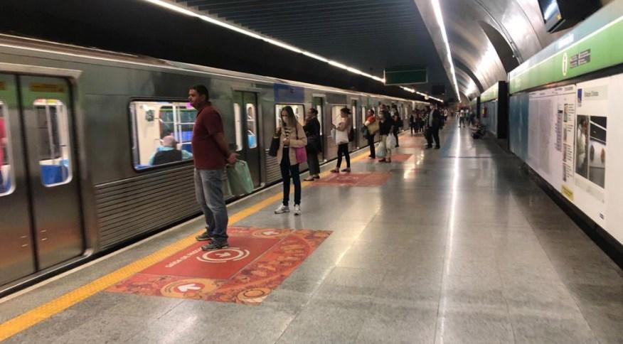 Plataforma de estação da Linha 2-Verde do Metrô de São Paulo