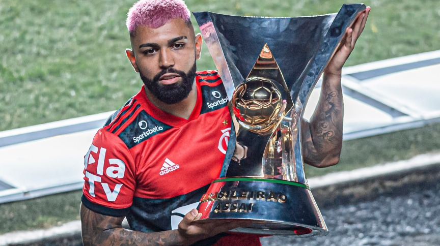 Gabigol, do Flamengo, levanta troféu do Brasileirão 2020; nas últimas duas décadas, apenas 4 campeões não foram de SP ou RJ