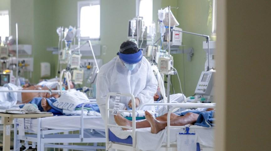 Pacientes com Covid-19 internados em UTI do Hospital Regional Norte, em Sobral, Ceará