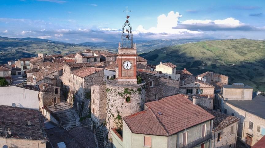 Cidade de Castropignano, na região de Molise, no sul da Itália, tenta vender construções abandonadas por € 1