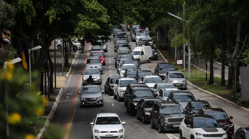 Fila de carros na Avenida Rebouças, na zona oeste da capital paulista