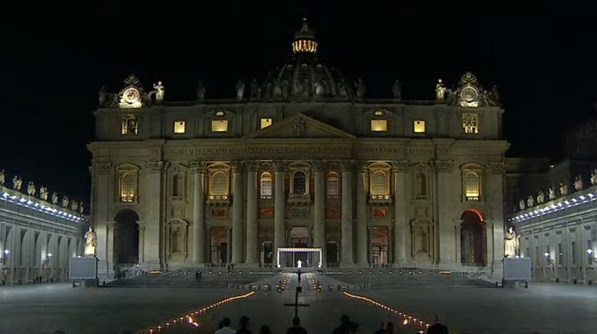 Via Sacra é celebrada pelo papa Franscisco na Praça São Pedro sem presença do público