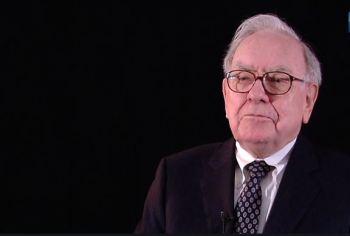 Em sua carta anual aos acionistas da Berkshire Hathaway, o guru de investimentos revela que a empresa sofreu uma baixa contábil de US$ 11 bilhões