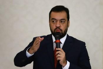 Castro construiu carreira no PSC. Foi chefe de gabinete do deputado Márcio Pacheco (PSC), elegeu-se vereador e foi a escolha da sigla para vice de Witzel