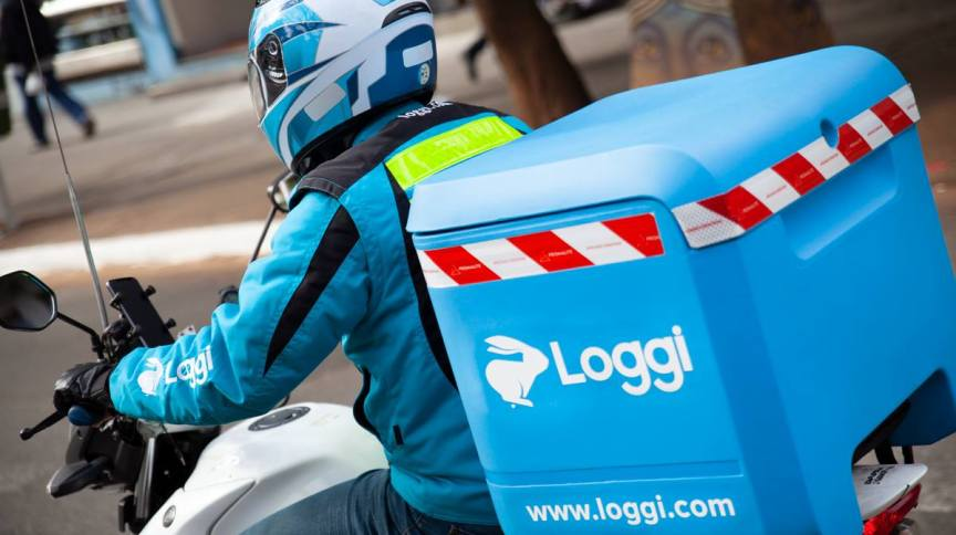 Motorista da companhia de entrega de encomendas Loggi.