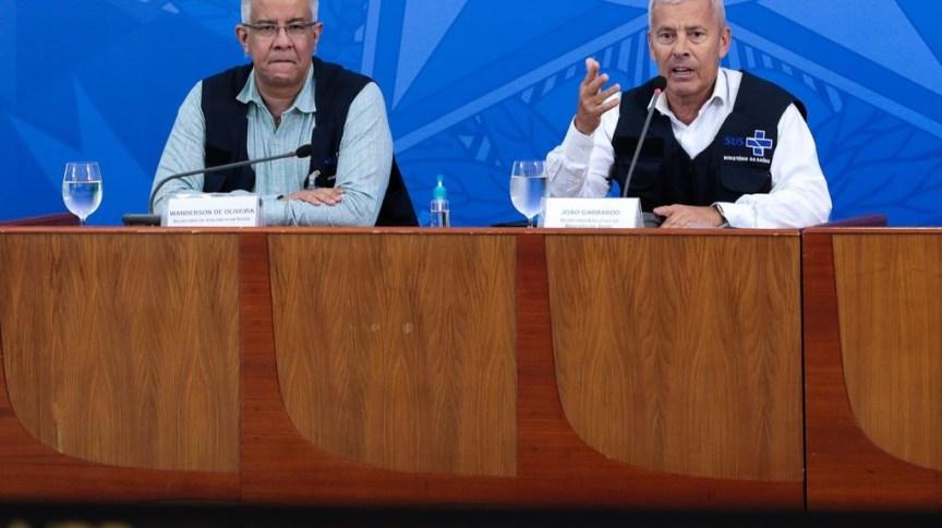 O secretário-executivo do Ministério da Saúde, João Gabbardo, e o secretário de Vigilância Sanitária, Wanderson de Oliveira