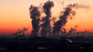 Terceiro maior emissor de gases, Índia rejeita meta de zero emissões de carbono