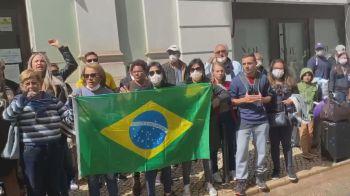 Centenas de brasileiros não conseguiram deixar o país após as fronteiras aéreas serem fechadas para conter o coronavírus