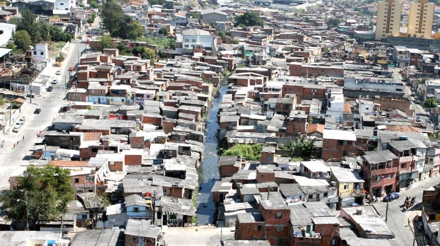 Vista aérea da favela Alba, na zona Sul da cidade de São Paulo: moradores têm dificuldade em receber compras online