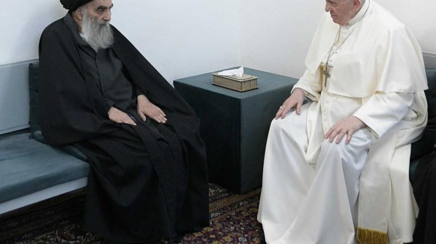 O grande aiatolá, Ali al-Sistani (esquerda), se reúne com o Papa Francisco