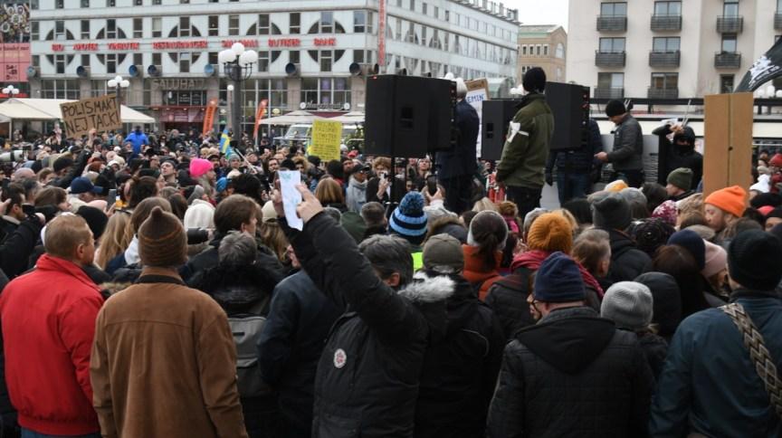 Protesto anti-lockdown em Estolcomo, na Suécia (06.mar.2021)