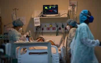 Nove pessoas com suspeita ou confirmação do novo coronavírus estão na fila de espera por leito de Unidade de Terapia Intensiva; na capital, são cinco pacientes