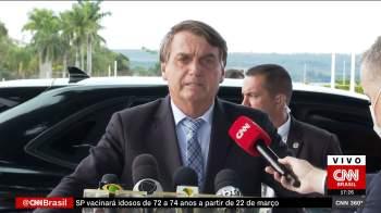 Presidente associou o governo do petista a acusações de desvios e defendeu a atuação da sua administração no combate à pandemia da Covid-19