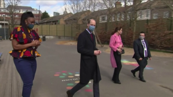 Em visita a escola no leste de Londres, ele afirmou que ainda não conversou com o irmão desde que a entrevista com Oprah Winfrey foi exibida, no domingo