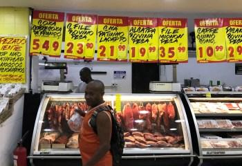 Pesquisa prevê alta de 0,91% na inflação das faixas de renda baixa e muito baixa em agosto, puxada por aumentos nos preços dos alimentos