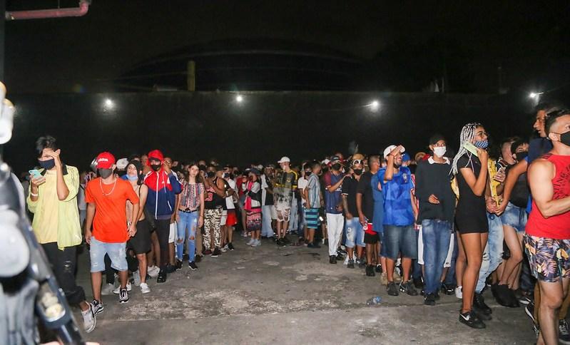 Fiscalização da Vigilância Sanitária em festas clandestinas em São Paulo