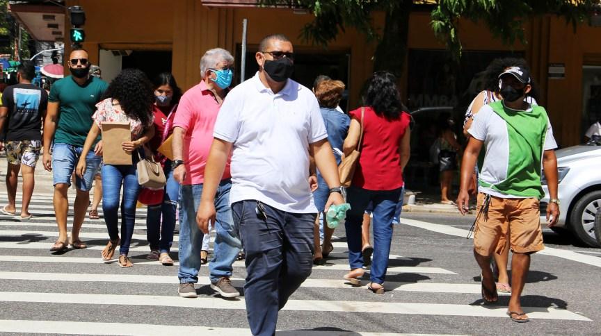 Pessoas caminham de máscara em Belém (PA) 09/09/2020