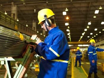 As vendas de aço cresceram 15% ano a ano, mas a produção de aço bruto caiu 1%
