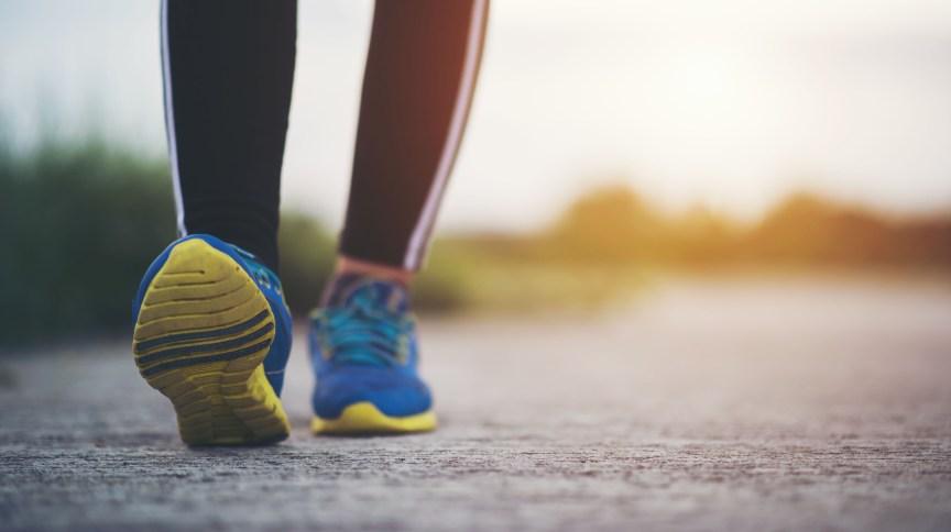 De acordo com pesquisas recentes, não é necessário andar mais de 10 mil passos diariamente para manter uma rotina saudável