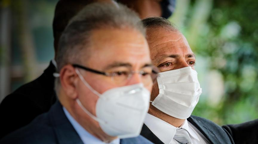 O novo ministro da Saúde, Marcelo Queiroga, ao lado do general Eduardo Pazuello