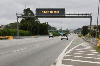 Medida valerá nos dias 19, 20, 21, 26, 27 e 28 de março e pretende diminuir viagens à Baixada Santista; número de faixas nas rodovias também será reduzido