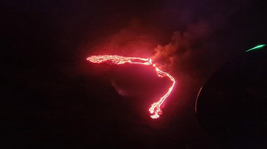 Vulcão entrou em erupção na Islândia nesta sexta-feira (19)