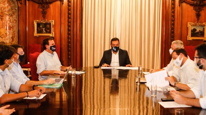 Governador Cláudio Castro se reunirá com os prefeitos Eduardo Paes e Axel Grael neste domingo (21)