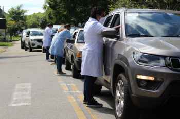 Ibaneis Rocha previa ampliar a campanha de vacinação ao grupo de idosos com 65 anos, mas o Distrito Federal enfrenta dificuldades de abastecimento de vacinas