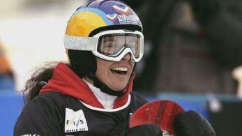 Francesa esquiava com um guia de montanhas nos alpes suíços quando foi atingida pela enxurrada de neve