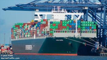 Após uma semana de bloqueio do tráfego marítimo em uma das principais rotas comerciais do mundo, cargueiro da empresa Evergreen começou a flutuar novamente