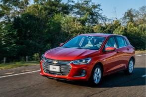 Interrupções na produção minaram o desempenho do hatch, que foi superado por Fiat Strada e Hyundai HB20