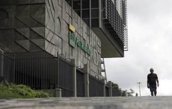 O presidente Jair Bolsonaro decidiu não renovar o contrato de Castello Branco após atritos relacionados à política de preços de combustíveis da estatal
