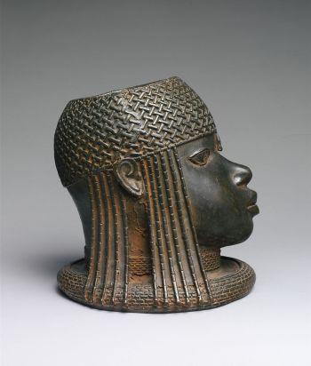 """Peça faz parte da coleção de Bronze de Benim; chefe do museu de Aberdeen disse que obra foi """"claramente saqueada"""""""