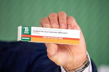 A expectativa de conclusão da fase 3 de testes do imunizante é em outubro deste ano, de acordo com Dimas Covas