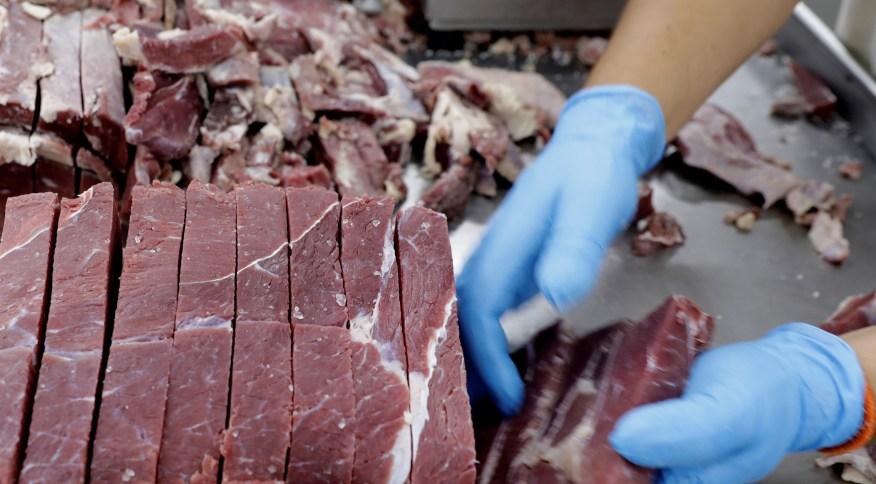 Brasil dobra vendas de carne bovina à China enquanto isolamento afeta outros mercados