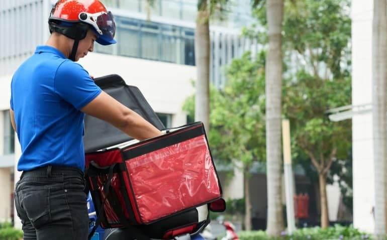 Alerj aprova projeto de lei que garante prioridade aos idosos nos serviços de delivery