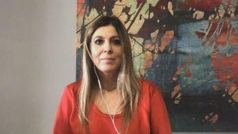 Infectologista Raquel Muarrek explica que, ao tomar kits de medicamentos não indicados, indivíduos ficam desprotegidos na fase inflamatória da doença