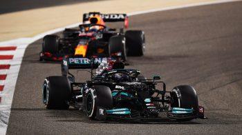 Verstappen até conseguiu ultrapassar Hamilton a três voltas do final do GP, mas levou o troco logo em seguida