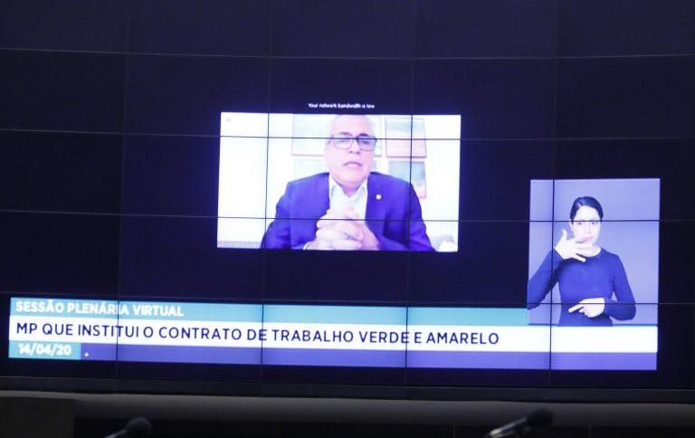 Deputado federal Christino Áureo vota em sessão virtual da Câmara dos Deputados