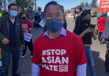 Movimento Stop Asian Hate se espalhou nos Estados Unidos desde que um homem na Geórgia matou oito pessoas em Atlanta, incluindo seis mulheres asiáticas