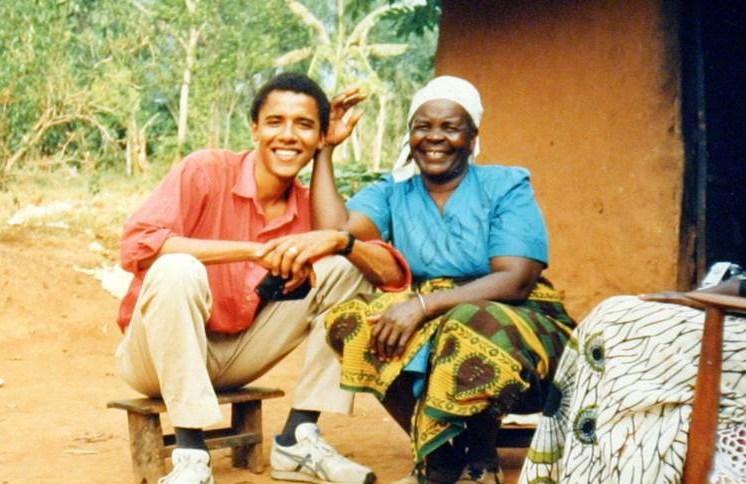 Barack Obama ao lado da avó, Mama Sarah